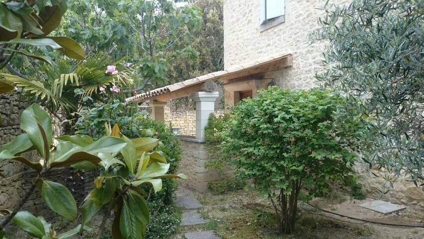 maison de caractère en pierres  au Barroux - Le Barroux - Villa