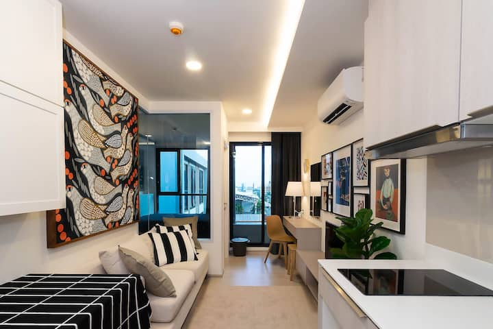 Luxury Condo on Thong Lo/Ekamai with Hot Bath Tub