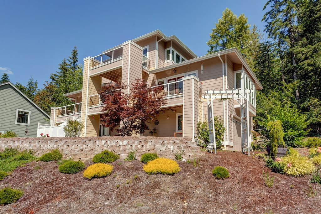 The Chateau; The most unique vacation rental in Bellingham. No other rental like this one! For those who want the best at an affordable price.