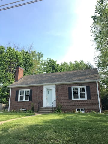 9.7 Miles from IMS!!! - Indianapolis - House