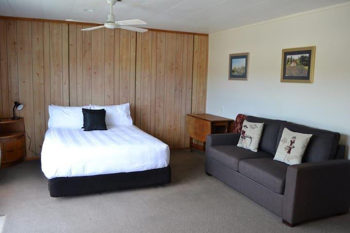 Private Room plus ensuite close to town & beach. - Whitianga - Casa