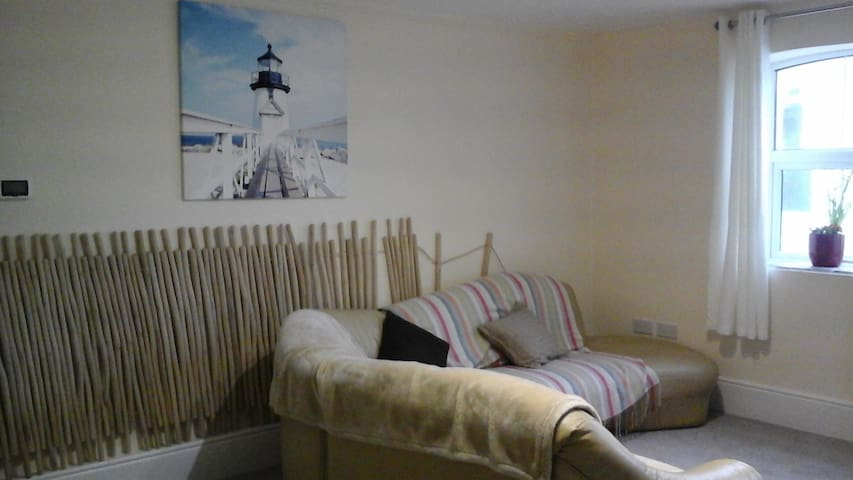 Coastal getaway - The waves- wheelchair accessable - Ballycotton - Flat