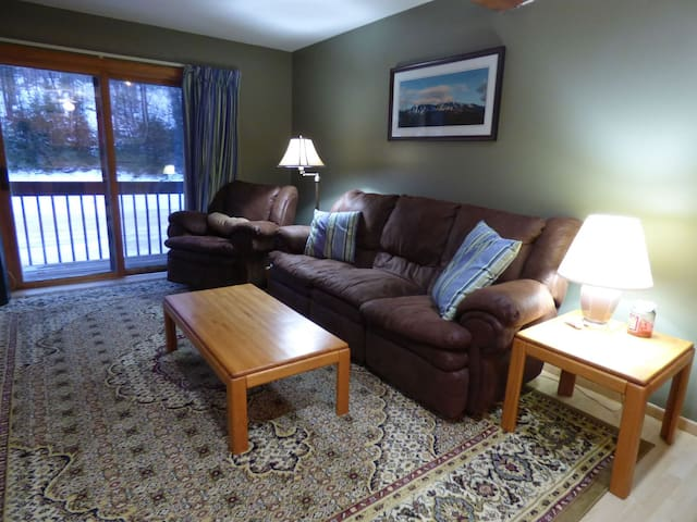 Ski-In/Ski-Out Sunday River Condo - Newry - Condomínio