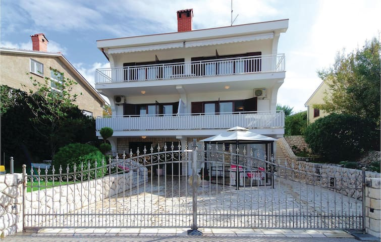 Holiday apartment with 2 bedrooms on 54m² in Kraljevica