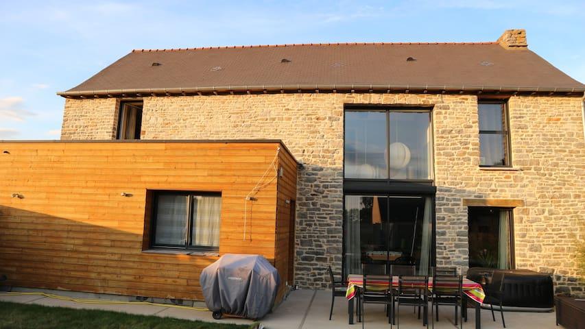 Maison au charme de l'ancien et du contemporain - Saint-Aubin-du-Cormier - House