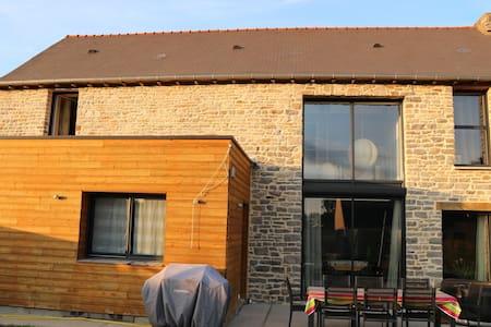 Maison au charme de l'ancien et du contemporain - Saint-Aubin-du-Cormier - Casa