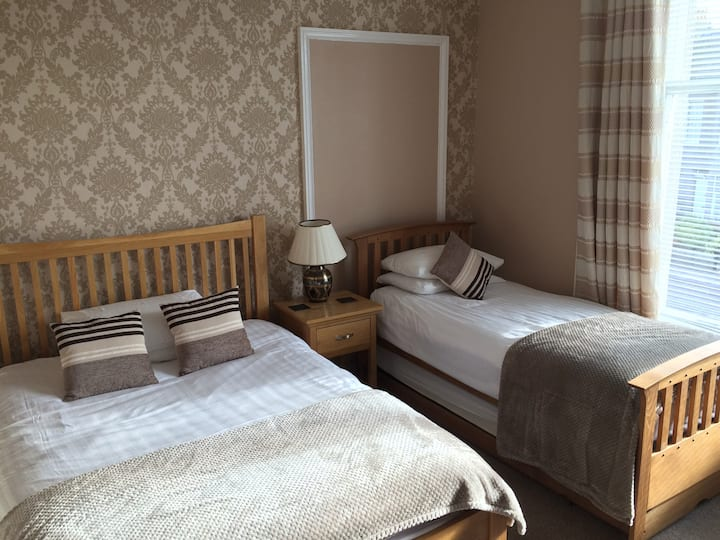 Aberdeen Camillia Guest House Rm 4 with ensuite,