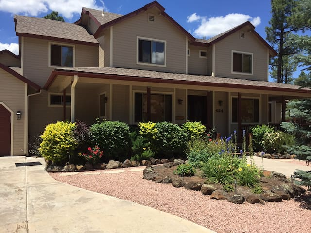 Gorgeous home with bedroom #2 upstairs - Pinetop-Lakeside - Talo