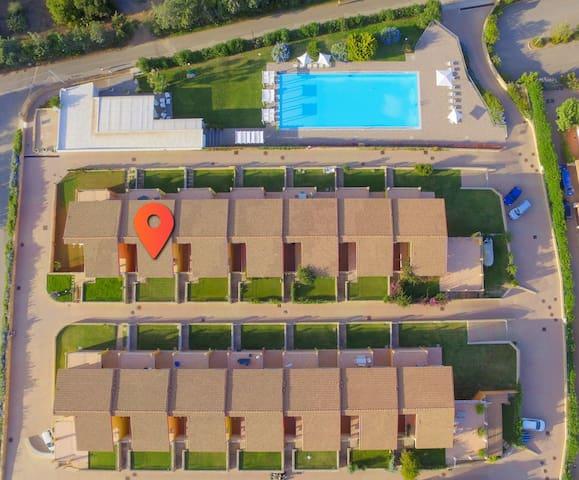 Appartement panoramique avec jardin et piscine