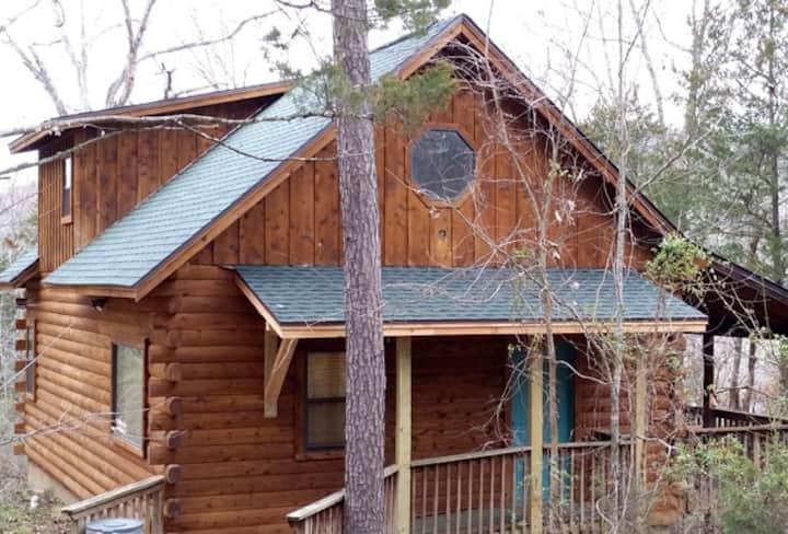 Shady Oak-- A Luxury Log Cabin, Family Style