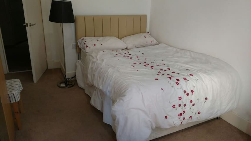 Private, quiet real double comfortable bed,