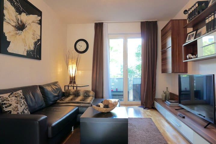 Elegant & Cozy living only 15mins to City Center - München - Apartment