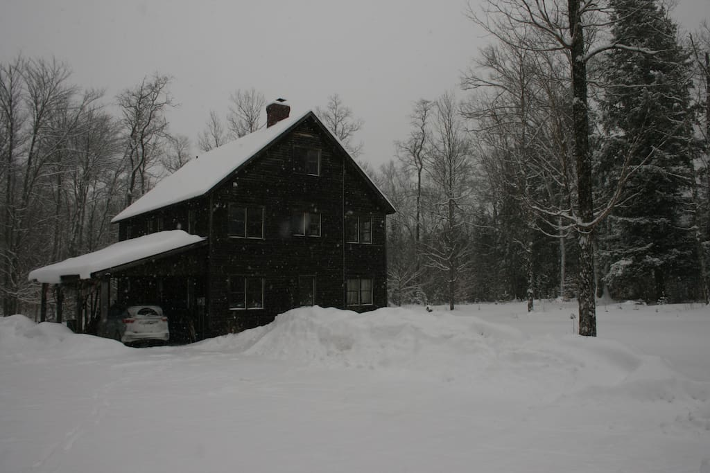 Winter or summer we have a great, private location in the woods but are right on the Mountain Road for easy access to restaurants, and activities.