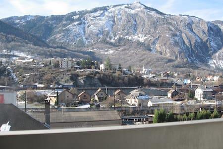 2  chambres - 3 personnes minimun - Saint-Michel-de-Maurienne