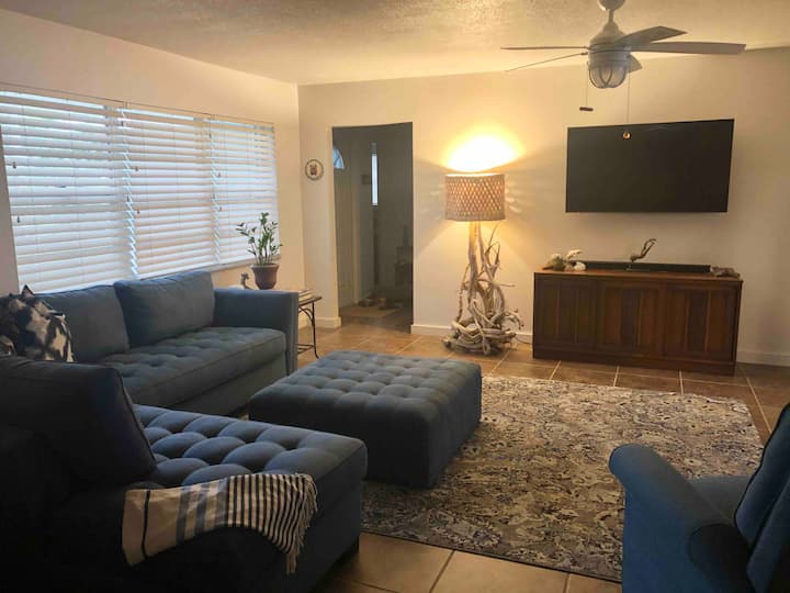 Travel Inspired Home close to beach and downtown