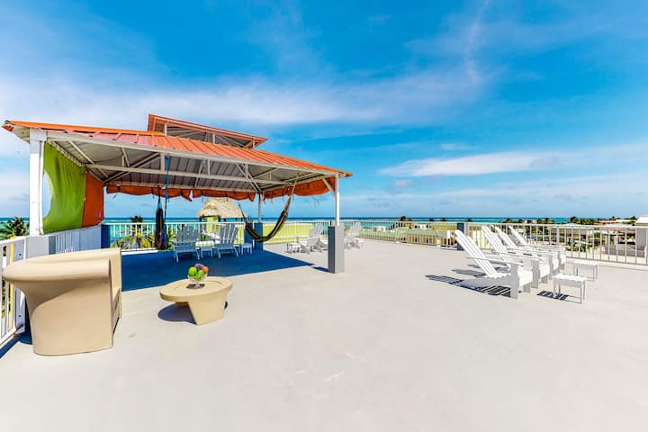 Apartment mere steps from the ocean with WiFi, partial AC, and a shared rooftop!