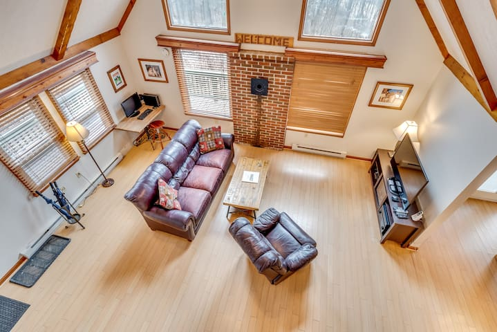 Private and Cozy Chalet with WiFi, Near Whitetail