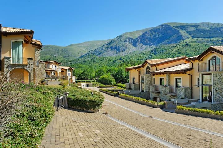 Ferienhaus mit Blick auf das Tal in Scanno mit Garten