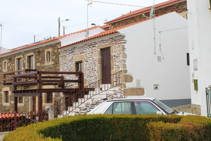 Apartment with 2 bedrooms in Meimoa, with wonderful mountain view and furnished terrace