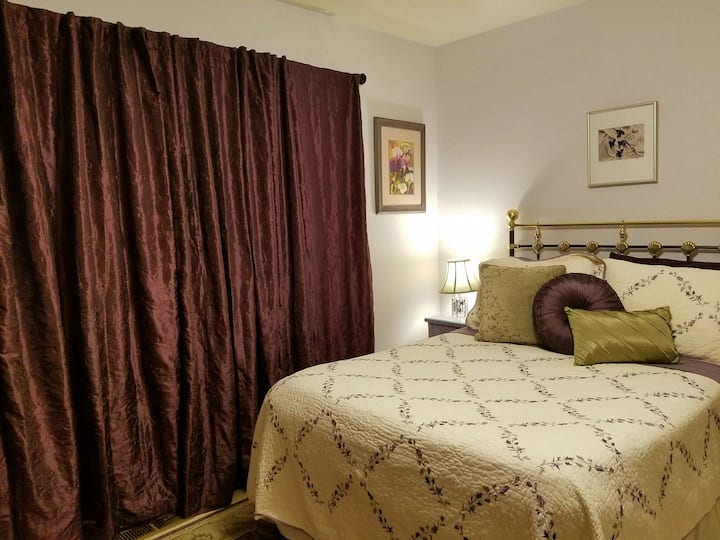 Gold Country: Relax in the Woods!  Private Bedroom