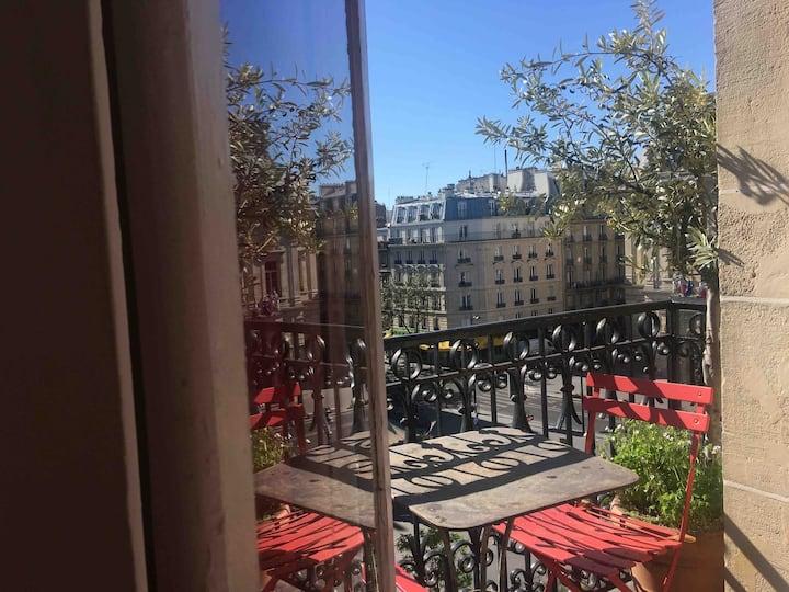 Sweet nest in Montmartre
