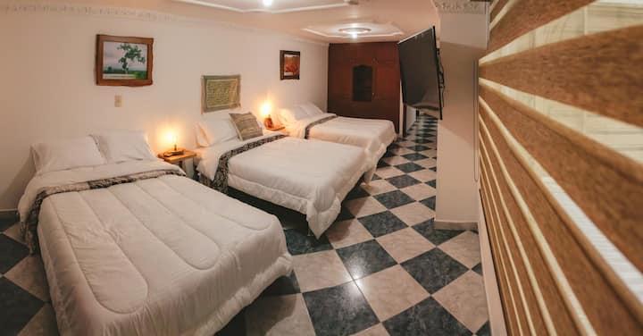 Nogal Hostel, Habitación Nogal (tres camas dobles)