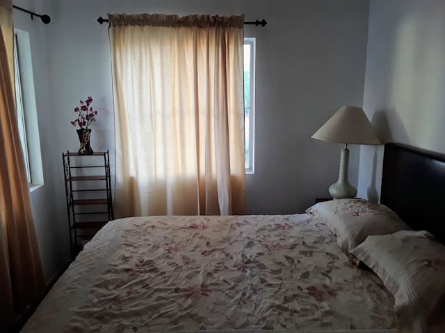 Private Room Near Downtown and Nellis AFB