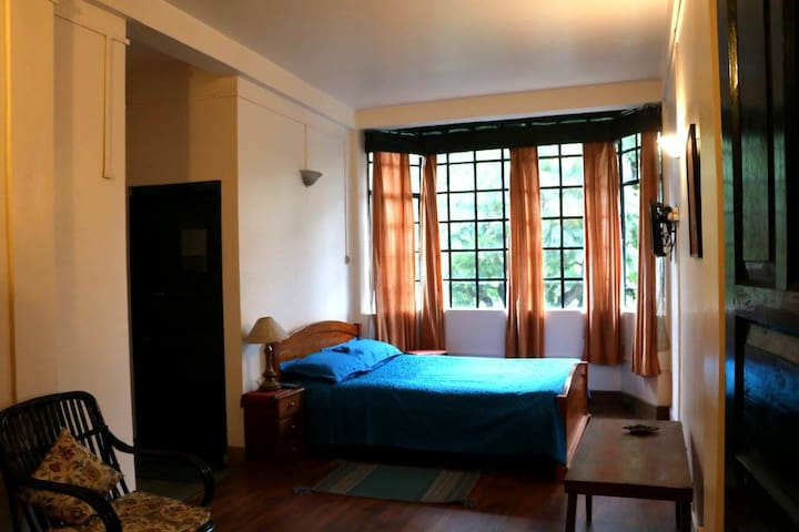 Jacaranda view room in the heart of Shillong