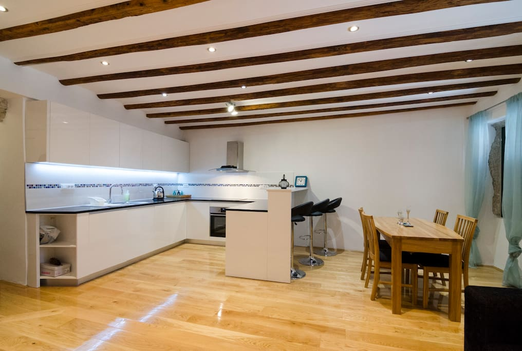 Top notch kitchen with plenty of great cooking facilities. Beautiful hand made oak dining table.