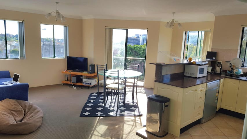 3 bedroom apartment in a great city location. - Redfern - Wohnung