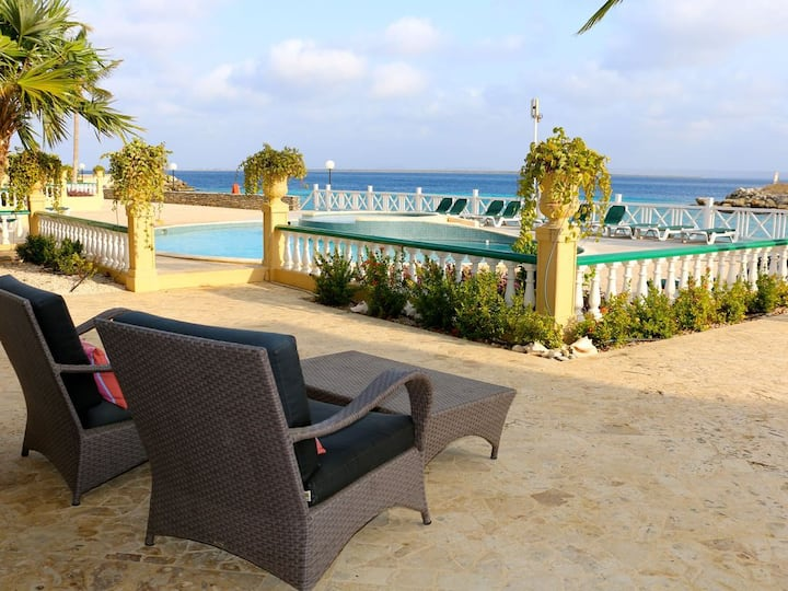 Port Bonaire A601- Beautiful Ocean Front Condo