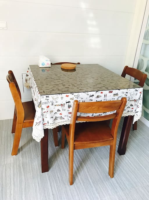 餐桌书桌 其实也是麻将桌 哈哈