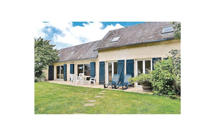 Holiday cottage with 2 bedrooms on 100 m² in St Jean des Mauvrets