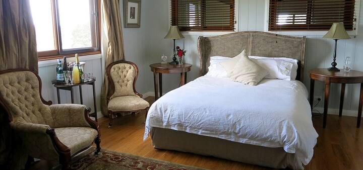 The Loch: Argyle Room