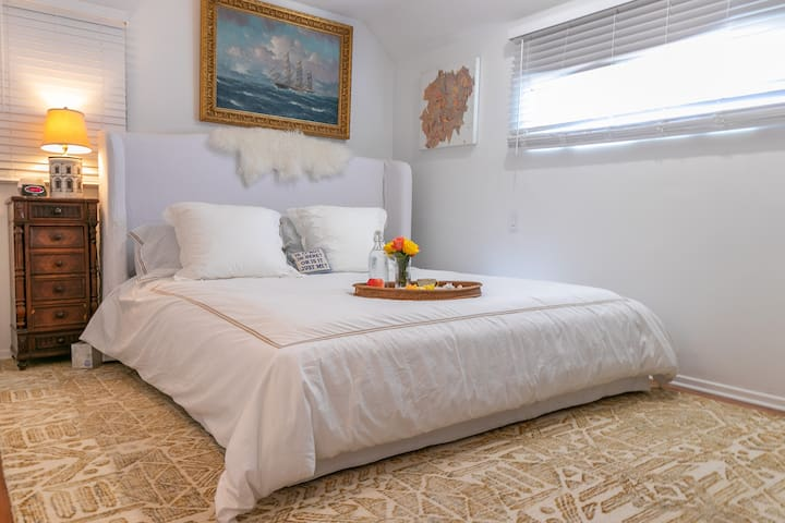 Master bedroom: cal king bed