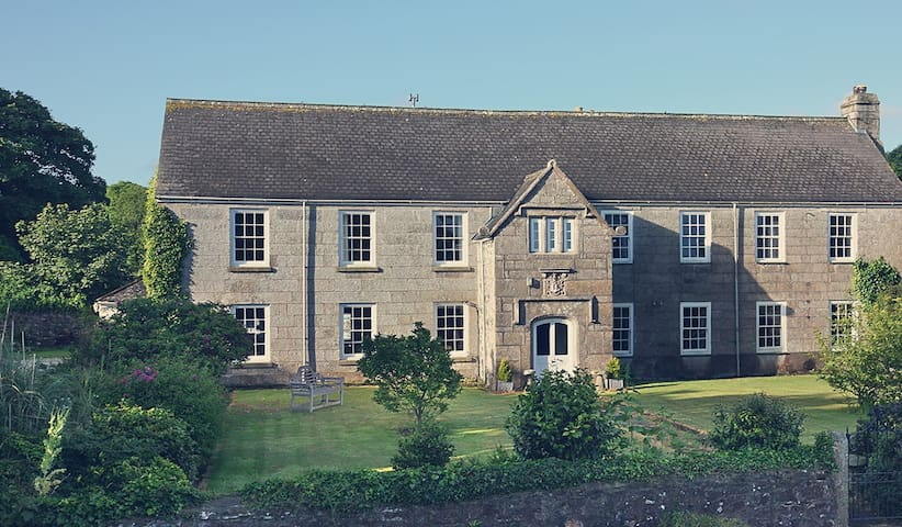 Lanyon Manor