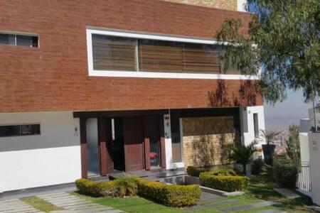 Lujoso departamento por temporada o vacaciones - Cochabamba