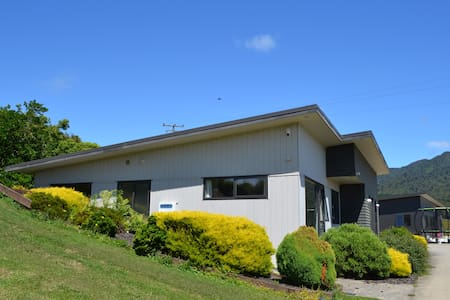 Mt Pirongia Guest House - Pirongia - Hus