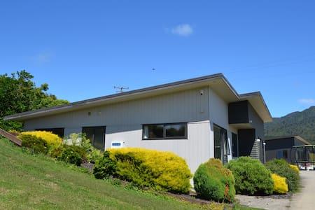 Mt Pirongia Guest House - Pirongia - Talo