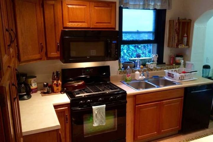 Wooded Condo Free-parking, No Cleaning Fee