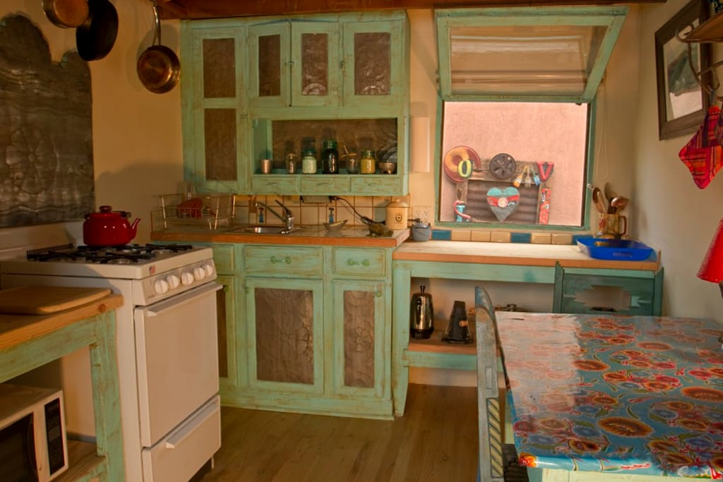 Complete, well equipped eat in kitchen