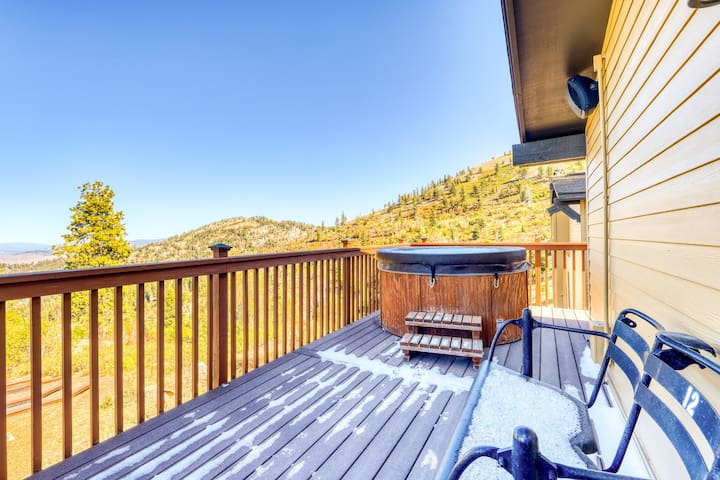 Mountain view ski-in/ski-out condo w/ a private hot tub, deck, & ski storage