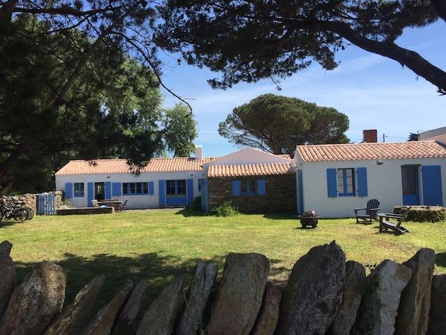 Beautiful family house. Marais salé beach