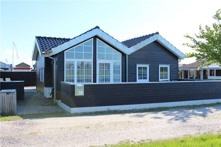 Skønt sommerhus tæt ved vandet - Otterup - Kabin