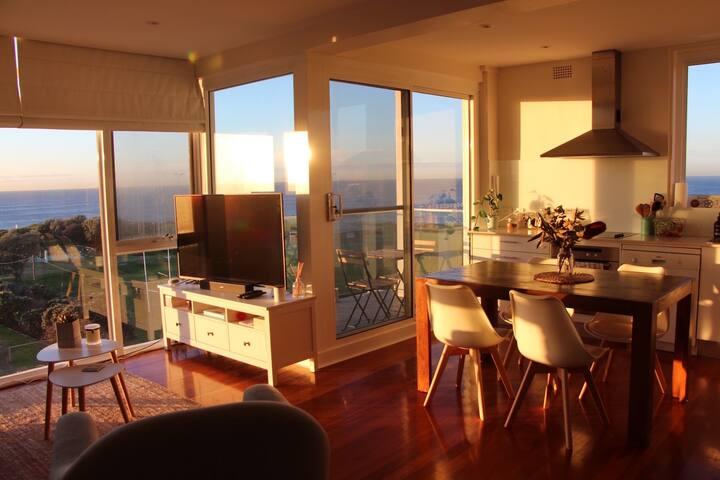 Clovelly Beach - Sunny room with ocean views
