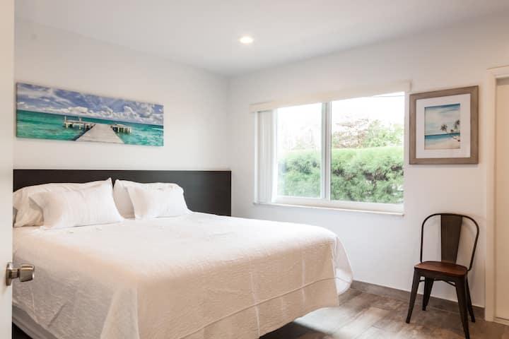 Beautifully Renovated 1 Bedroom Beach Cabana