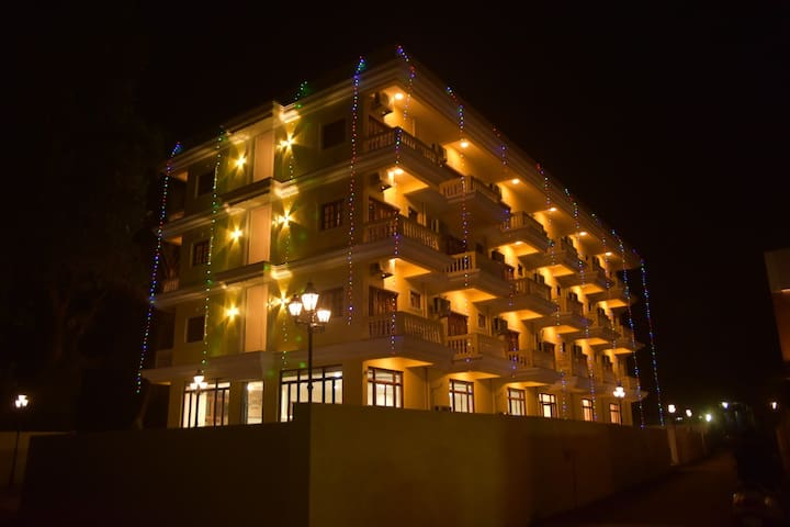 Luxurious Rooms near Beach in  Heart of Candolim