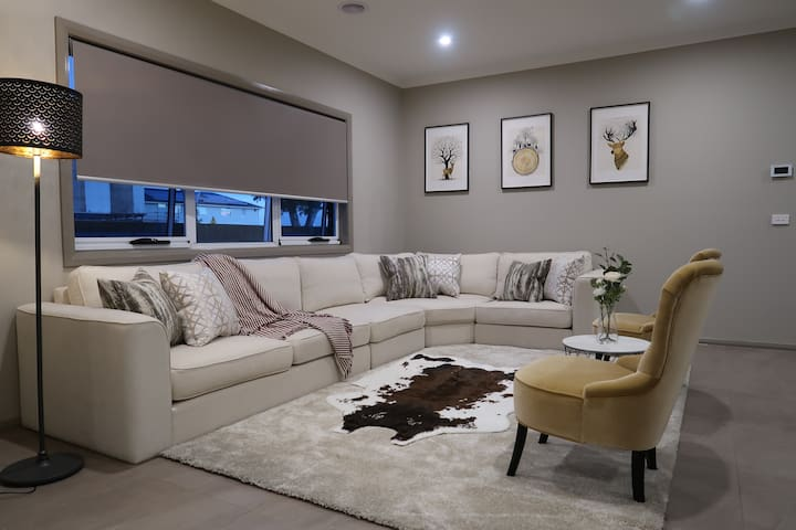 main living room 一楼主客厅