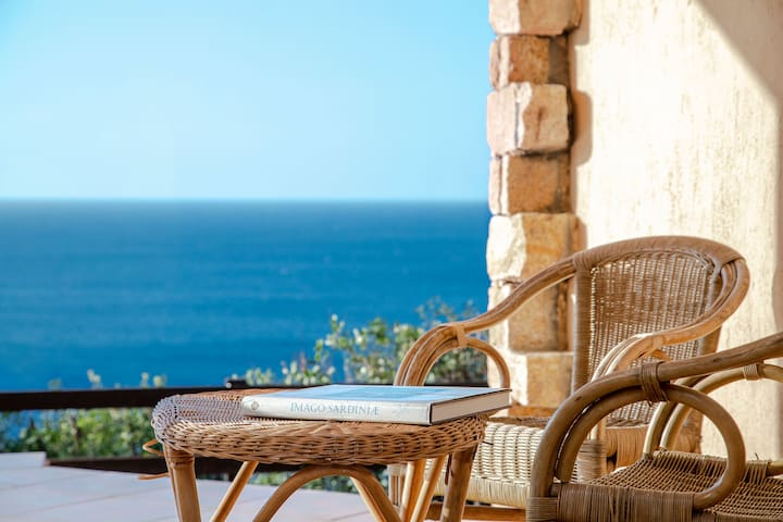 Beautiful Villa Aurora Close to Beach with Sea View, Garden, Balcony & Terrace; Parking Available