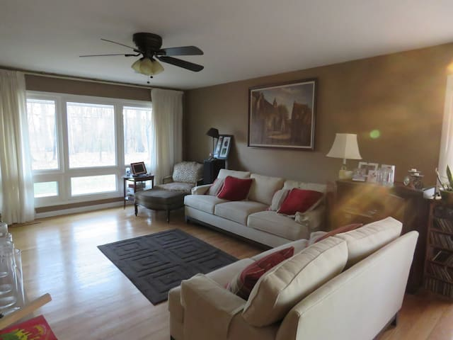 Spacious Private Suite; near NYC & NJ Colleges - Piscataway Township - Huis